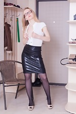 Alexandra strips off a new leather skirt  - pic #2