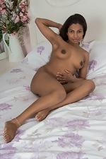 Alishaa Mae strips naked on her white bed - pic #11