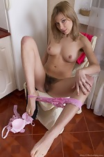 Alisia spreads pussy lips after stripping naked - pic #9