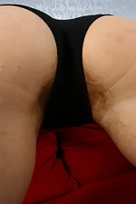 Climb on the couch with hairy Allison - pic #4