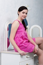 Ameli is perky in pink - pic #1