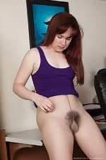 Annabelle Lee strips naked from her purple dress  - pic #4