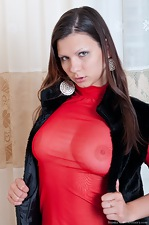 Bianka loves to strip down to bare all - pic #2
