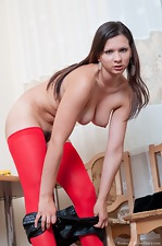 Bianka loves to strip down to bare all - pic #5