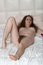 Camille shows off her natural body on her bed  - pic #10