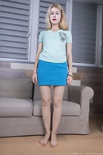 Candy Rose poses in her blue skirt - pic #4