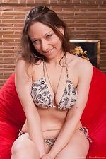 Cara Banx strips naked on her red pouf - pic #5