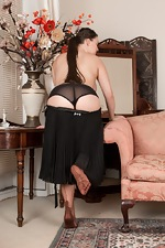 The classy Cherry Blush strips naked on her chair  - pic #7