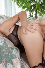 Chloe Camilla pulls on her pussy hair - pic #10