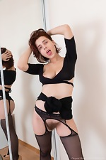 Chrystal Mirror masturbates after stripping naked - pic #3