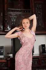 Natural Coco spreads her long legs - pic #1