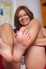 Natural Crissy Moon spreads her bush wide - pic #3