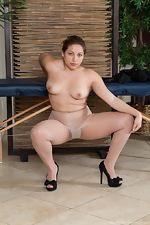 Daisy Leon massages her hairy pussy - pic #8