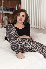 Ella Tripp models her new leopard pants in bed - pic #1