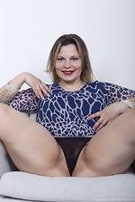 Ellariya Rose models her black lingerie today - pic #4