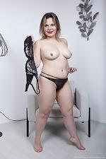 Ellariya Rose models her black lingerie today - pic #7