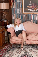 Elle MacQueen strips naked in her private study - pic #1