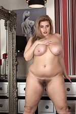 Red Shoes and sexiness make Ellie Roe get naked  - pic #16