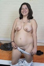 Emma strips nude in her rubber boots - pic #4