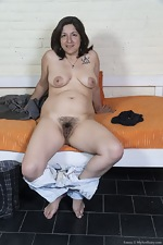 Emma strips nude in her rubber boots - pic #5