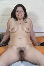 Emma strips nude in her rubber boots - pic #7
