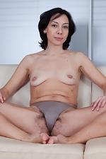 Eva pokes out through the swimsuit - pic #7