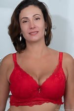 Gadget shows off her red lingerie before orgasming - pic #4