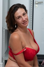 Gadget shows off her red lingerie before orgasming - pic #7
