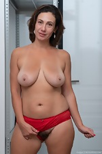Gadget shows off her red lingerie before orgasming - pic #9