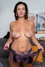 Gadget strips nude to masturbate on her sofa - pic #5