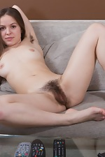 Hairy model Gretta shows off in the living room - pic #14