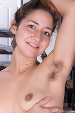 Hairy girl Isabel is a beautiful working model - pic #5