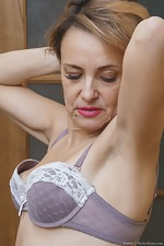 Ivanna strips naked to masturbate in her hallway - pic #5