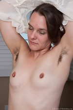 Jackie Paige lets her hairy pussy hang out - pic #5