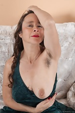 Josie has fun showing us her naked hairy body - pic #4