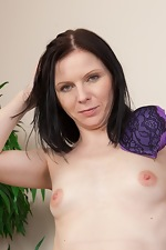 Hairy girl Josselyn shows her hairy pussy off - pic #5