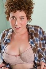 Hairy Julia B plays in the bath tub - pic #2