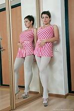 Karina looks twice as sexy in the mirror - pic #1