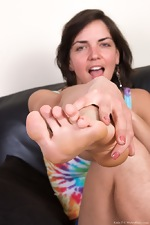 Katie Z shows off feet and hairy body on her sofa  - pic #2