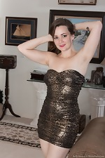 Kelly Morgan strips naked in her living room  - pic #2