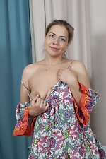 Kira Arda strips nude after sorting her clothes - pic #2