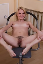 Kira S works out her warm hairy pussy in gym - pic #8