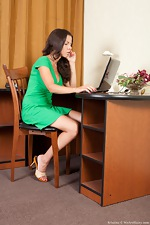 Kristina spreads her bush on the desk top - pic #1