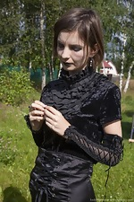 Lady Phanthom strips naked in the outdoors - pic #1
