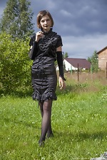 Lady Phanthom strips naked in the outdoors - pic #2
