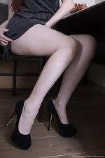 Laurel Lagne strips off after divination - pic #4