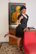 Sexy secretary Laurie gets the job done - pic #1
