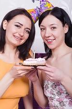 Eva Lisana and Tamanta enjoy sexy cake - pic #1