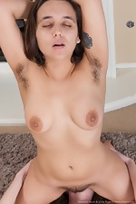 Viola Starr and Veronica Snow eat hairy pussy - pic #15