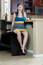 Lindsay gets busy in the kitchen - pic #1